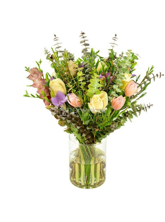 №08 Букет из тюльпанов, эвкалипта, роз и фрезий