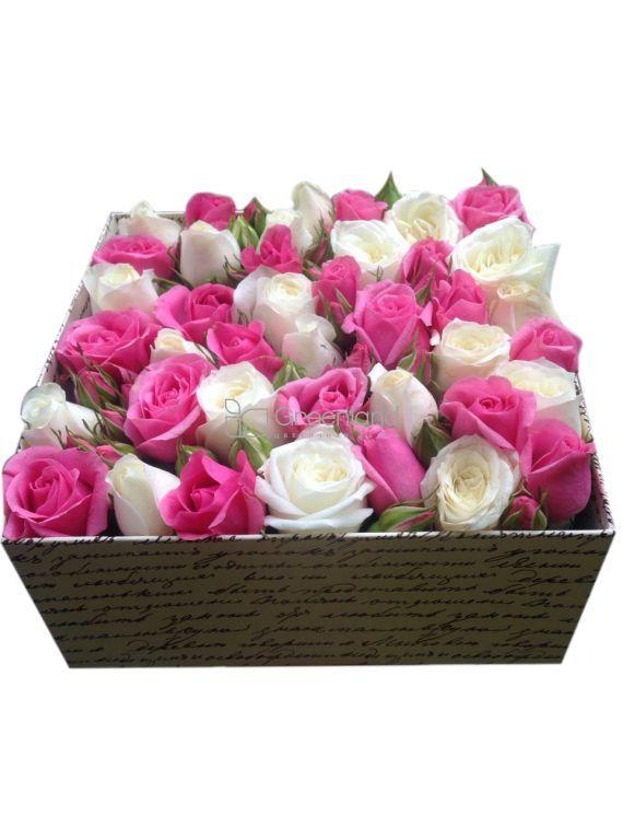 №259 Микс из розовых и белых спрей роз в квадратном боксе