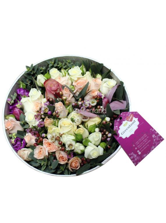 №304 Flower mix in a round box
