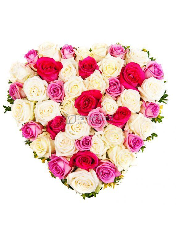 Композиция из роз в форме сердца